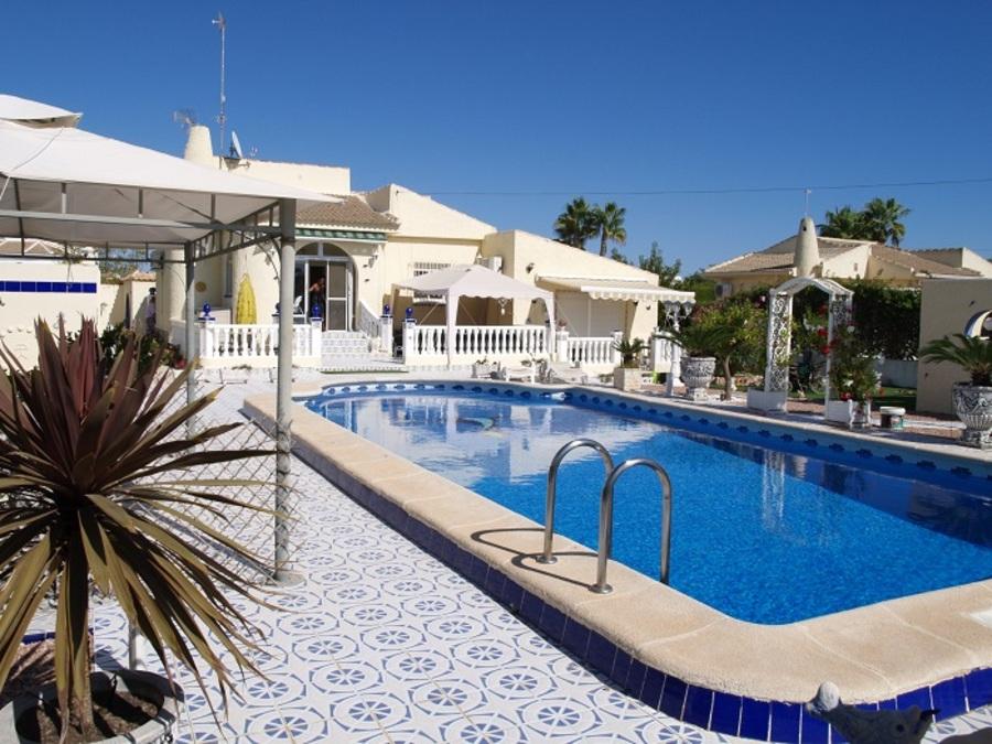 282: Villa in Torrevieja